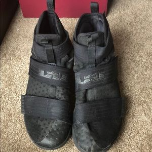lebron soldier 10's size 9